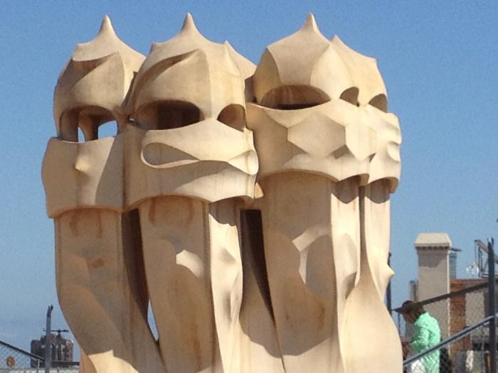barcelona-skyline-helmets