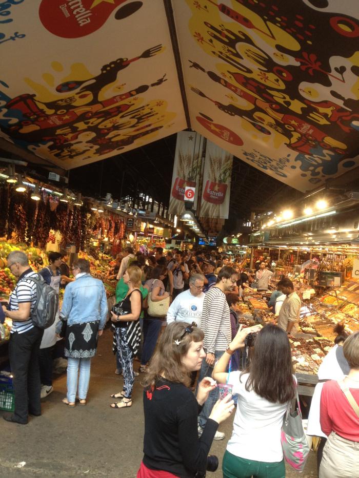 la-boqueria-stall-crowds